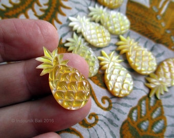Pineapple Crush Cabochon in Carved Mother of Pearl Shell 25mm Golden Yellow