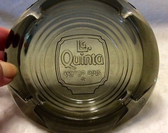 La Quinta motor inns vintage olive green ashtray. Excellent free ship to US.