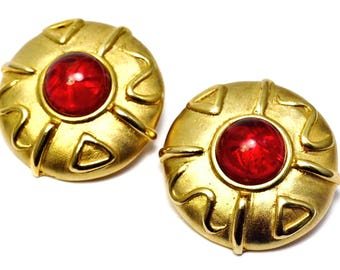 Vintage 1980s large round matte gold ruby red flawed glass cab runway clip on earrings
