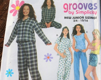 Simplicity 8911/ Grooves/ Sewing Patern/ Uncut
