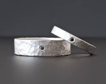 Sterling Silber Diamant-Ring-Set, passenden Ringset, schwarz-Diamant-Ring-Set, Hochzeit Band Set, 3mm und 6mm Diamant Ehering gehämmert