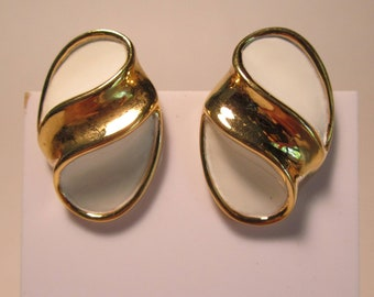 Vintage White and Goldtone CLIP on EARRINGS   (#768)