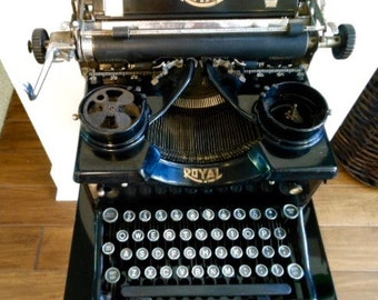 Early 1900s VINTAGE ROYAL 10 TYPEWRITER with Glass Keys and Side Panels