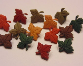 10 tiny leaf buttons, 11 x 12 mm (B4)