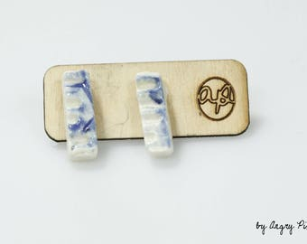 Small rectangular studs ceramic blue and white