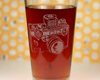 Detailed 35mm Camera Etched Sandblasted Pint Glass, camera gift, photographer gift, photography gift, vintage camera