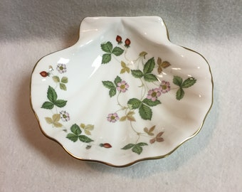 Wedgwood Wild Strawberry Shell Candy Dish (#067)