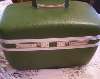 Vintage Avocado Green Train Case,  w/Chrome Trim, 1970s, Make up Case
