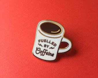 Alimentée par la caféine Diner Mug Enamel Pin