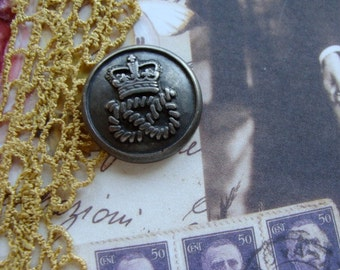 6 Faux Pewter Stunning Crown Buttons