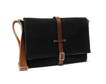 Laptop messenger bag - black