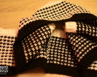 Houndstooth Round Scarve Black and White Crochet