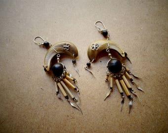 Half moon dangling seeds - ethnic - handmade - Bali earrings