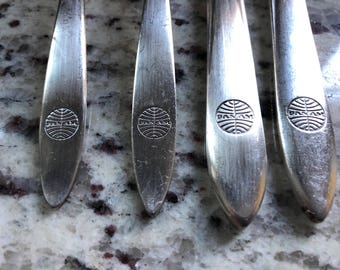 Pan Am set of 4 airline utensils (2 knives and 2 forks) featuring the famous PanAm globe logo. A silver plated piece of aviation history