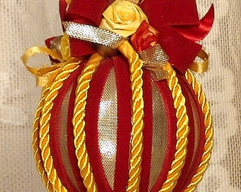 Hand Decorated Victorian Christmas Ornament / Keepsake - Vintage Style- No.17
