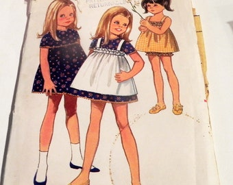 """1960s Girls Toddlers Sundress dress Pinafore Bloomers panties vintage sewing pattern Butterick 5167 Size 2 Chest 21"""""""