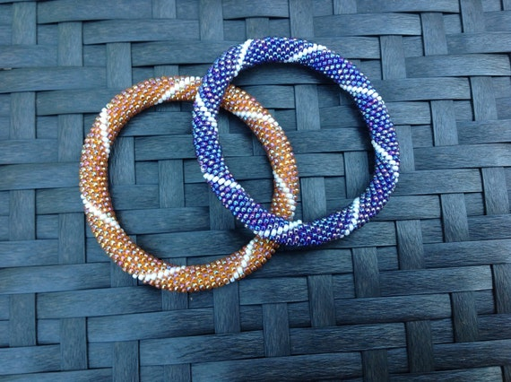 Infinite spiral bead crochet bangle
