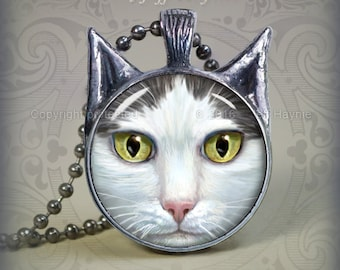 GW3 Grey and White Cat pendant