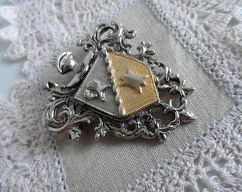 Brooch, Shield, Knight, Heraldry, Costume,