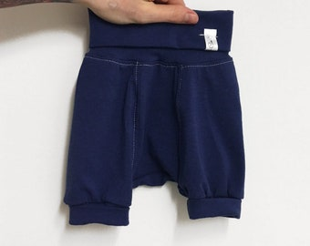 Grow with me short navy MADE ENTIRELY in MONTREAL!