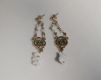 Mother of pearl earrings -  Gold miraculous medal - vintage chain