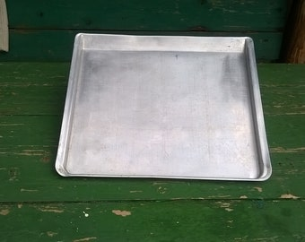 Vintage Thin Baking Tray/Old Cookie Sheets/Aluminum Pizza Pan/Unmarked Thin Baking Tray//Rustic Housewares/Cookware pot/Retro kitchen