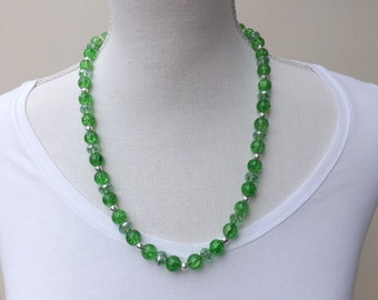 Green crackle necklace, green necklace, summer necklace, pretty necklace, glass beads necklace,