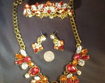 CRYSTAL PARURE JEWELRYSET  Includes Necklace Bracelet & Earrings