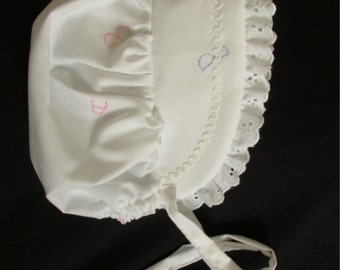 size 3-6 months - ABC Embroidered White Bonnet
