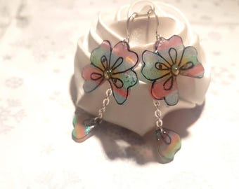Rainbow flower earrings and its petals