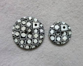 Black and white engraved shell button