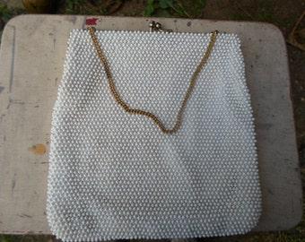 Vintage White Plastic Beaded Gold Tone Kiss Lock Purse Handbag 1950s to 1960s Chain Handle
