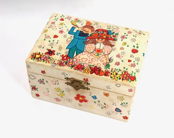 """Vintage jewelry box, musical - boy and girl with flowers, 60s, 70s, 1960s, 1970s, red interior with mirror, plays """"Raindrops Keep Fallin"""""""