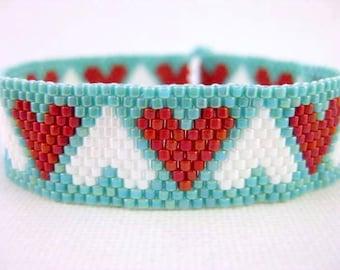 Hearts Bracelet / Peyote Bracelet / Beaded Bracelet in Red, White and Turquoise / Seed Bead Bracelet / Thin beaded Bracelet / Romantic