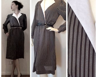 Vintage //  VERTICAL STRIPE dress with white collar  //  grey and black // office work outfit  // size small //