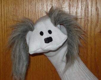 Chien avec bouche mobile oreilles fourrure gris Sock Puppet de marionnettes par Margie