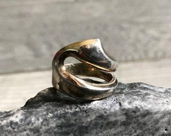 Vintage 1970's Adjustable Gold Colored Curved Ring