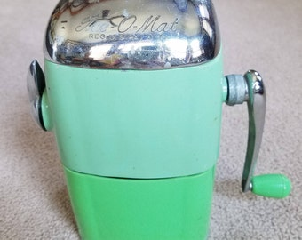 Vintage Retro Green Rival Ice-O-Mat vogue model ice crusher from the 1950's, ice crusher, Rival ice crusher, bar novelty