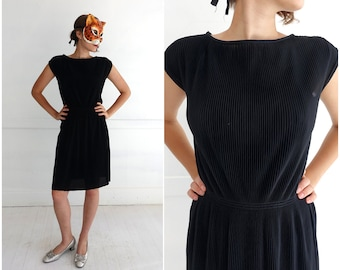 Vintage 70s/80s Black Boatneck Super Stretchy Accordion Pleat Dress | Medium Large