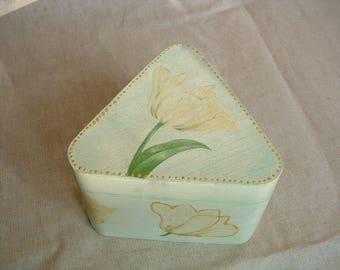 Large triangular Tulip wood box