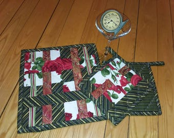 3 Piece Insulated Valentine's Bonus Set! 2 Quilted Pot Holders and 1 Matching Hot/Cold Table Topper/Runner