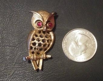 Vintage 1970s OWL Brooch / Gold Avon Owl Pin / RUBY RED Rhinestone Eyes