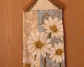 Hanging Kitchen Towel with Daisys