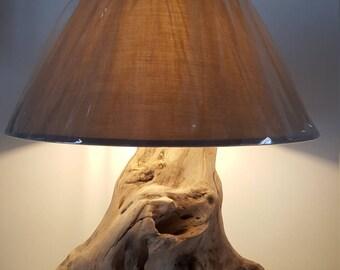 Lampe en bois flotté,lampe art déco,lampe a poser,décor bois flotté,art en bois flotté,lampe bois,moderne,sculpture bois plage,chalet,design
