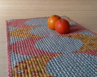 Quilted tablerunner Patchwork centrepieces oval decor table topper Farmhouse grey red yellow modern quilted mat