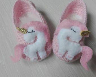 Newborn wool shoes