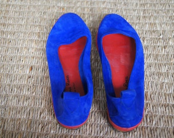 Vintage 1970's - Cristina Rossi - 8.5 - Vintage Blue Suede shoes - bright blue flats