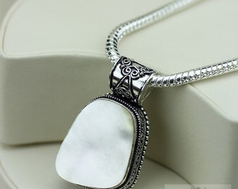 Mother of Pearl Vintage Filigree Setting 925 S0LID Sterling Silver Pendant + 4mm Snake Chain & FREE Shipping p3290