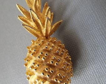 retro brushed gold tone pineapple pin tropical fruit pin beach pin