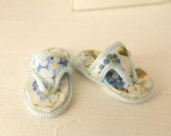 miniature dollhouse flip flops -1/12 scale